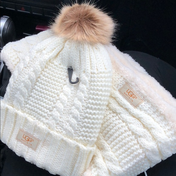 UGG cream very soft hat and scarf set
